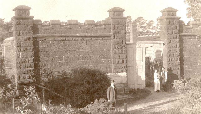 Garden wall, Black Rock House circa 1920 - 1954